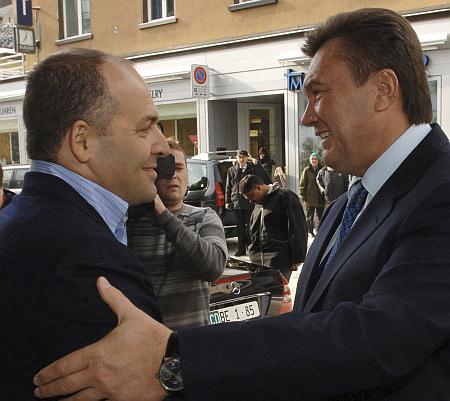 Виктор Пинчук (друг Джорджа Сороса) и Виктор Янукович.