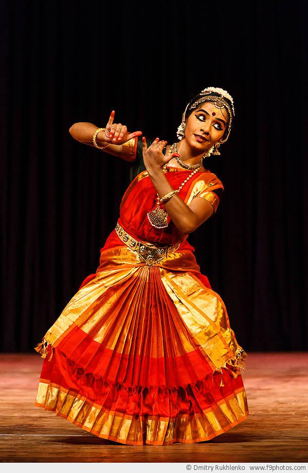 Днем рождения, открытка танцовщица в прозе индийского классического танца бхаратанатьям цена