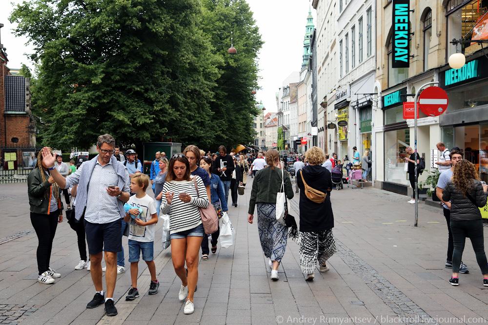 наградила картинка люди на улице москвы заботился