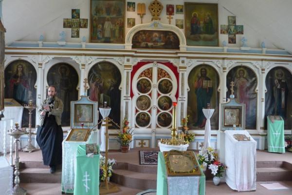 Иконостас церкви в Кинг Ков, в которой служит русскоговорящий отец Андрей, перенесен из сгоревшей церкви в Бельковском