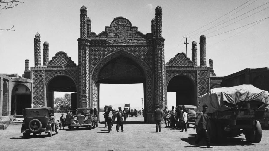 Tehran, Iran — circa 1910.jpg