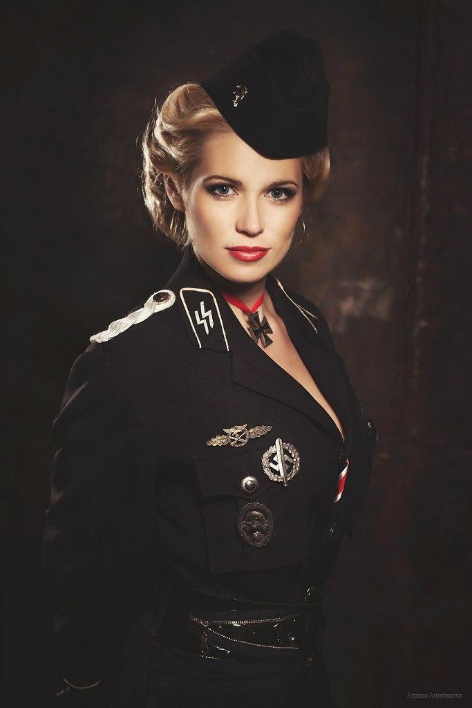 черно белое фото девушек в военной форме - 5