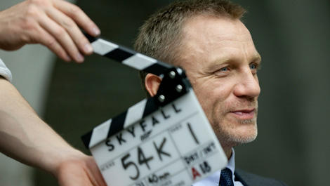 daniel-craig-talks-skyfall-james-bond-is-not-in-drag-100548-02-470-75