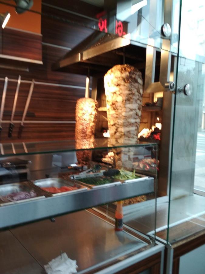 Самые популярные особенности найденных мест: бургеры, салаты, чебуреки, позы, пирожки, тайская кухня, арабская кухня, американская кухня, греческая кухня, уйгурская кухня.