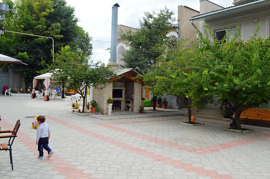 Страх и ужас частного сектора в Крыму. оборудованный, детская, отдыхал, Евпатории, оттуда, сбежали, двухкомнатные, Фаворит, гостевой, Совок, Только, стоит, вашему, сколько, помоему, совком, Крыму, номер, честно, счастливы