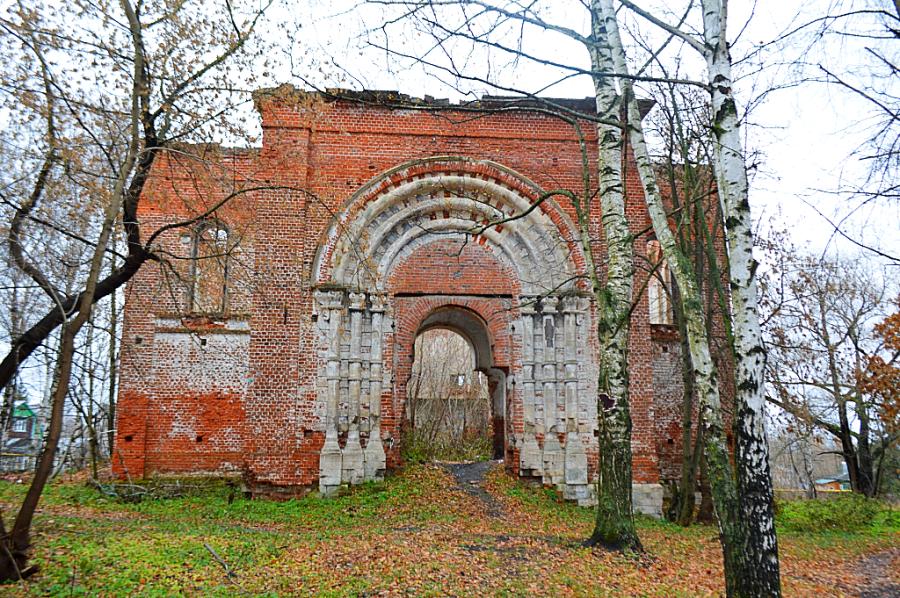 Юрьев-Польский. Руины храма Петра и Павла