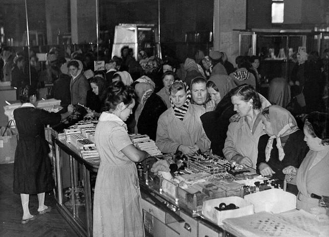 Как жилось в СССР на среднюю зарплату?