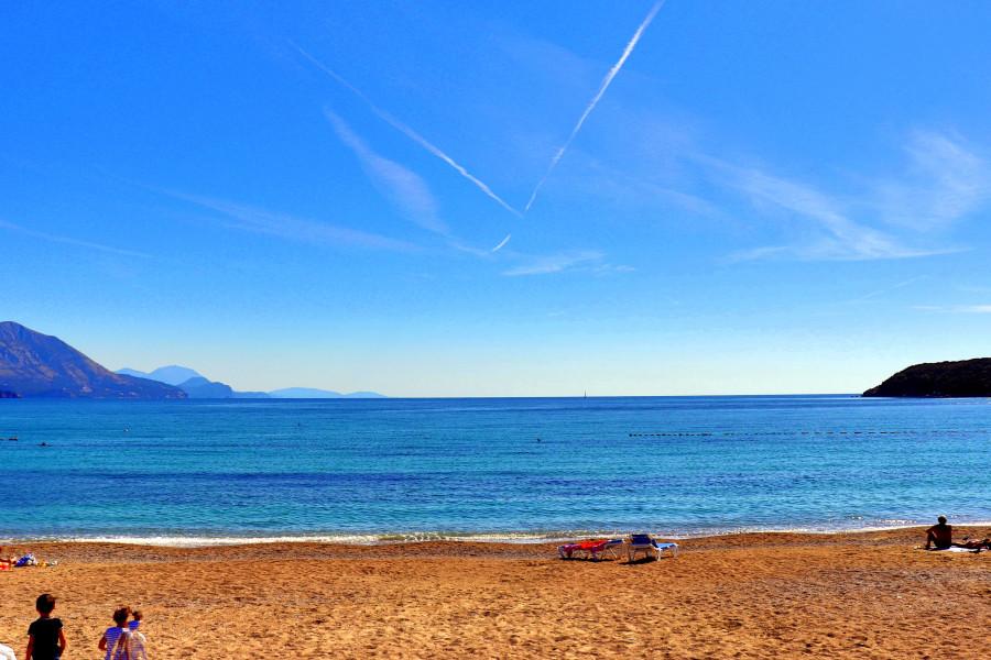 Пляж Яз - один из лучших пляжей Черногории