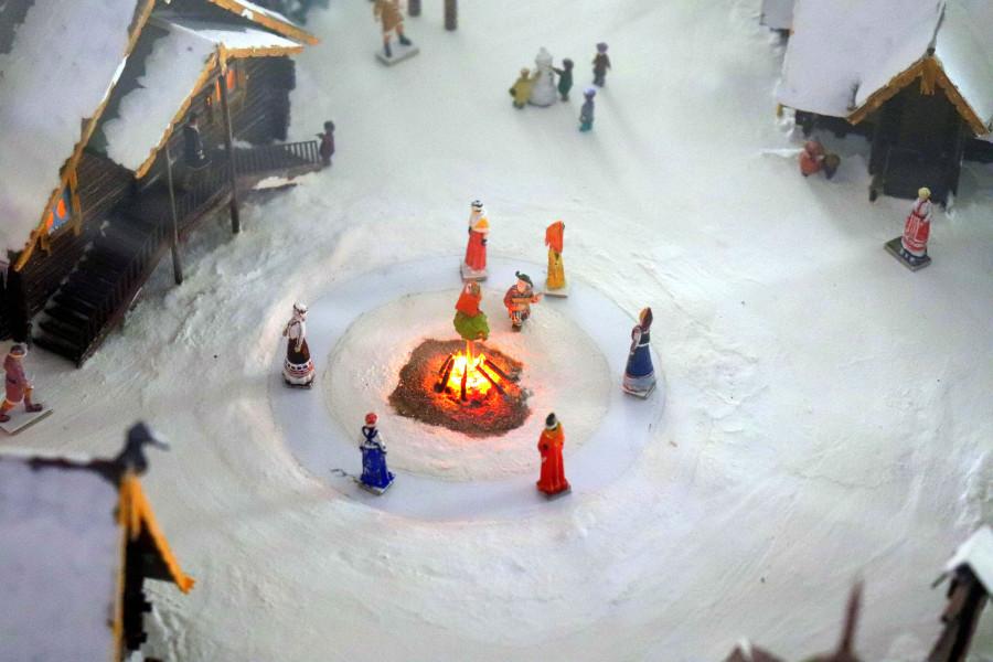 Походили по подиуму со Снегурочкой