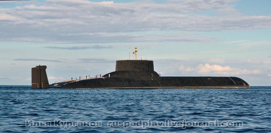 """Ракетный подводный крейсер """"Дмитрий Донской"""" проекта 941у в акватории Финского залива"""