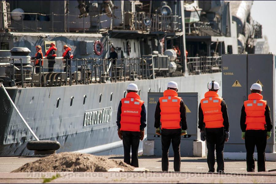 Эсминец Балтийского флота «Беспокойный» прибыл в Кронштадт