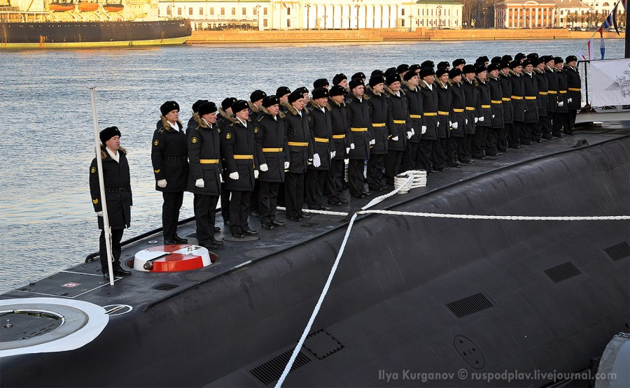 Подъем флага на большой подводной лодке Б-274 «Петропавловск-Камчатский» проекта 636.3