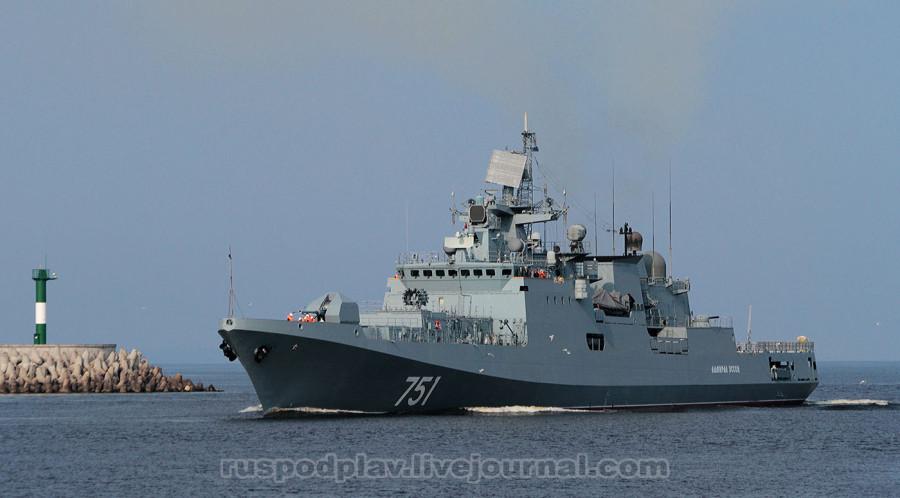 Фрегат «Адмирал Эссен» проекта 1135.6 проходит судопропускное сооружение С-1. Фото: А. Акентьева.