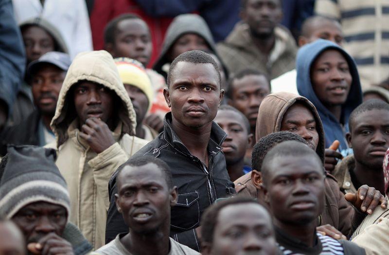 мигранты толпа 2