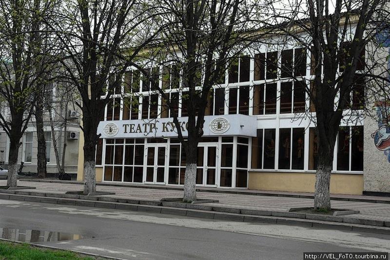 В Ростове 53 церкви и 1 театр кукол. РПЦ забирает театр у детей