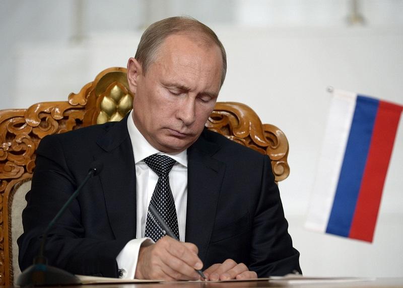 Путин направил Порошенко тревожную телеграмму