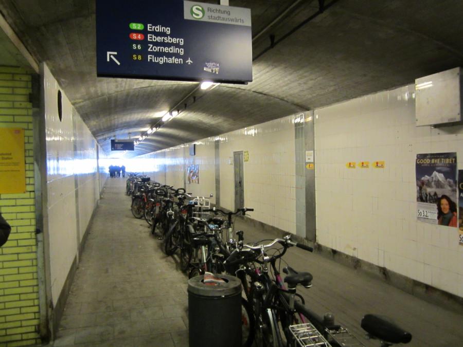 Велопарковка в метро в Мюнхене на BAU 2013