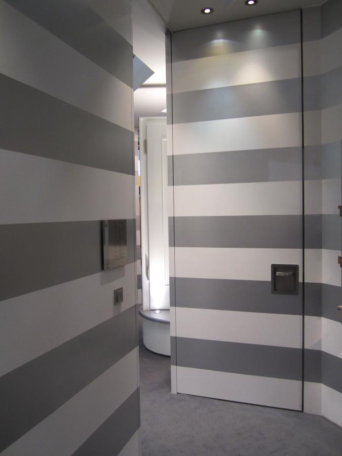 Дверная система invisible в открытом и закрытом состоянии Schoerghuber на BAU 2013