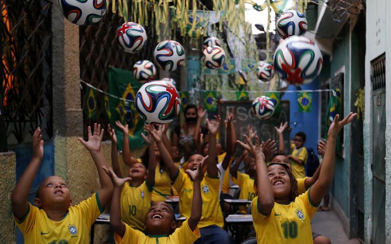 2014-06-11T222417Z_4_GM1EA5F0GZL01_RTRMADP_TRX_BRAZIL-WORLDCUP