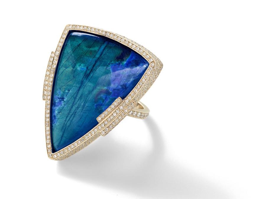 53ffab6f81424d9d655bd5c5_blue-ring-gold-diamonds
