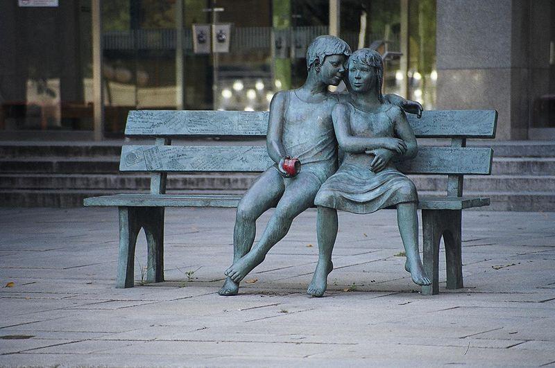 800px-Sculpture_Lea_Vivot_LAC_BAC