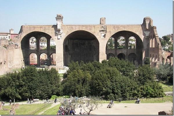 800pxBasilica_of_Constantine_in_the_Roman_Forum_1