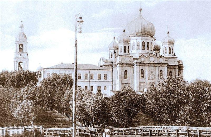 Спасский собор на месте нынешнего сквера перед домом республики