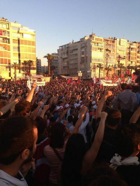 Thousands are screaming Down with the government, down with Erdogan in Gundogdu