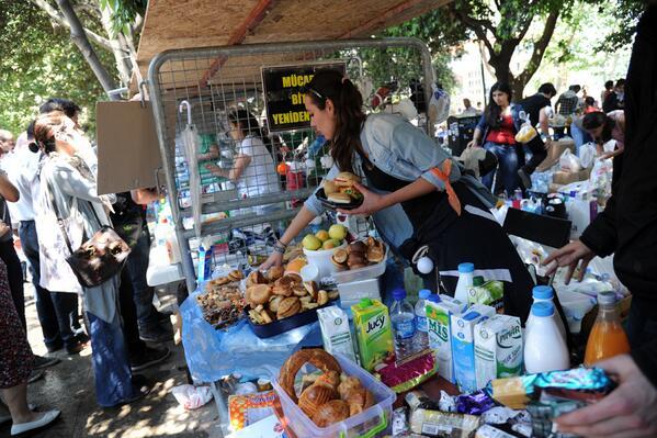 People distribute free food to protestors in Taksim Gezi