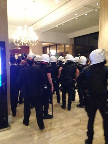 Police entered to Hilton which gave refuge to protesters