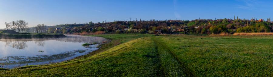 Город на холме. Вид с берега Тузлова