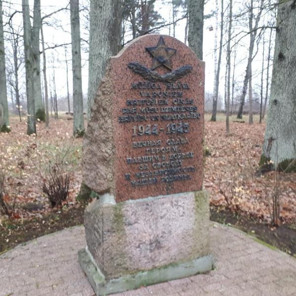 Елгава, Гарнизонное кладбище 01