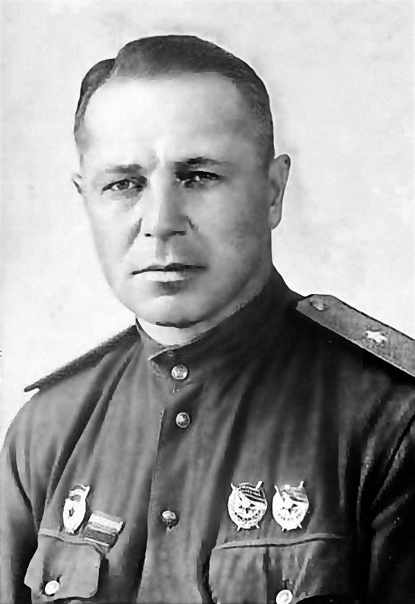 Гвардии генерал-майор Николай Петрович Якунин (1903-1944), кавалер двух орденов Красного Знамени, дважды ранен, погиб в Латвии.