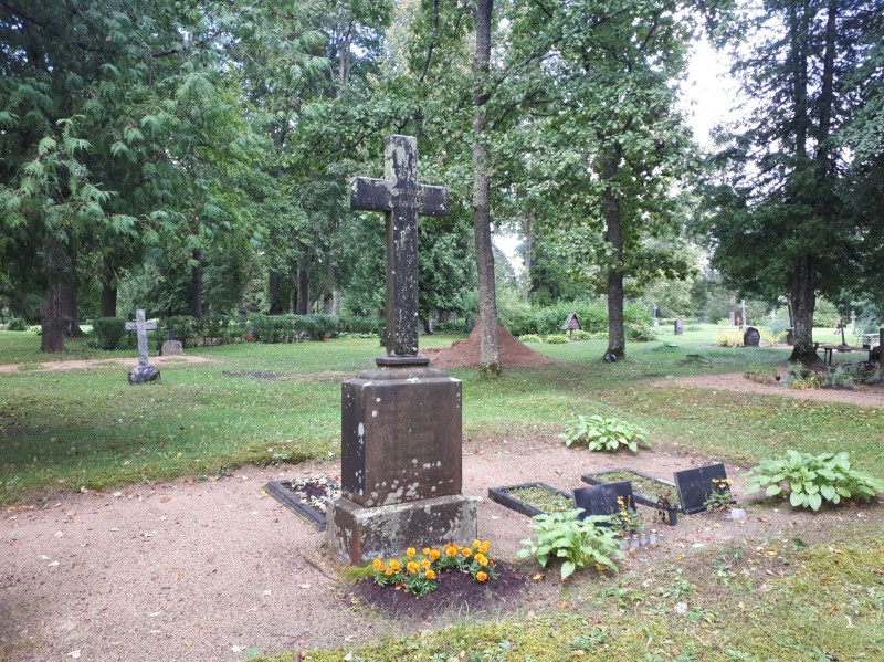 Кладбище Тиндеру, крест на могиле стрелка Екаба Маркова, август 2021 года.