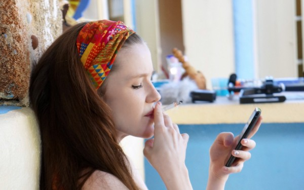 Girls_She_smokes_and_stares_at_the_phone