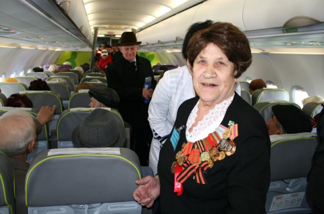 Авиакомпания «Трансаэро» будет перевозить бесплатно ветеранов Великой Отечественной войны