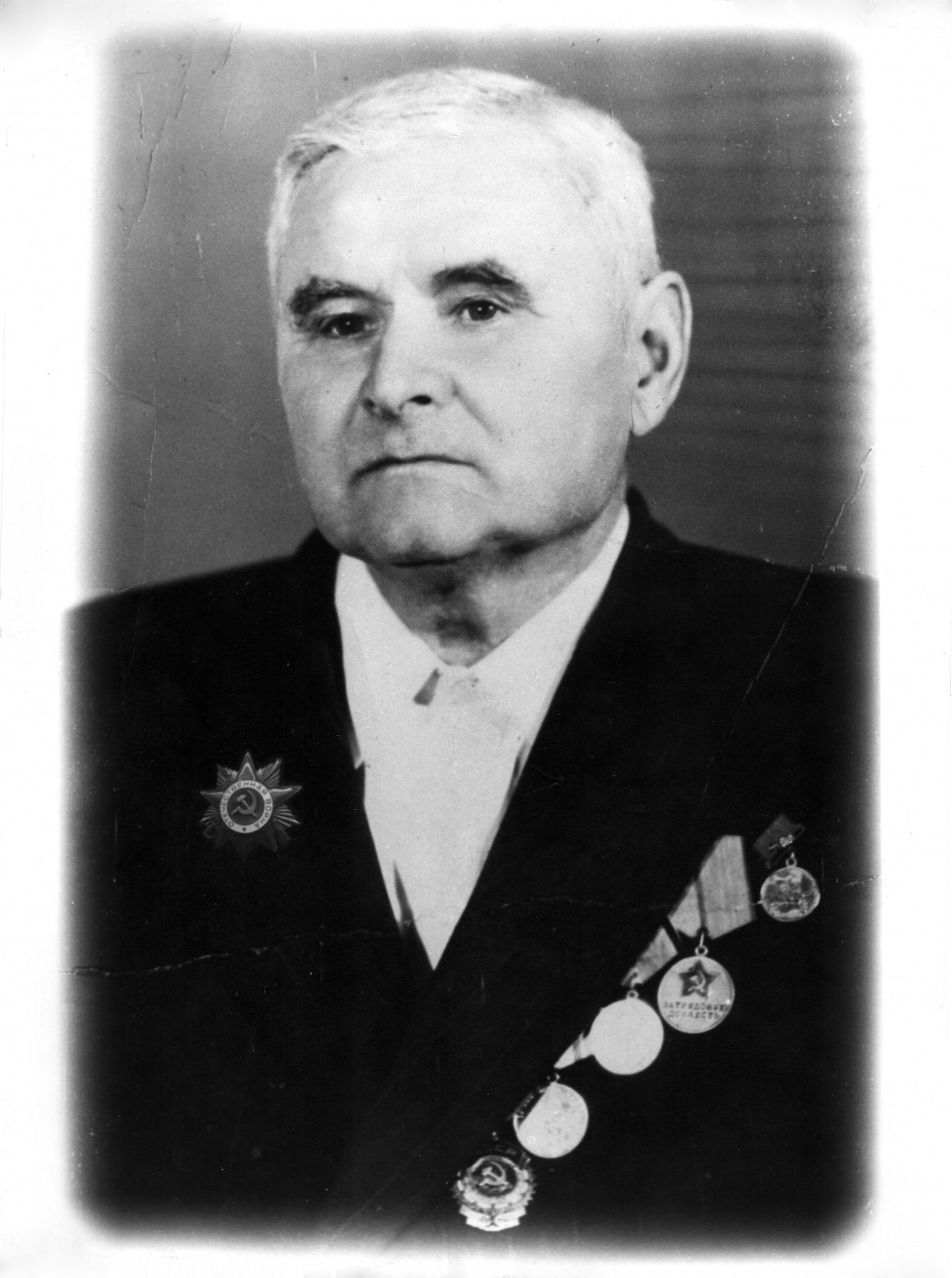 Михаил Максимович Плотников (1905 — 1998).