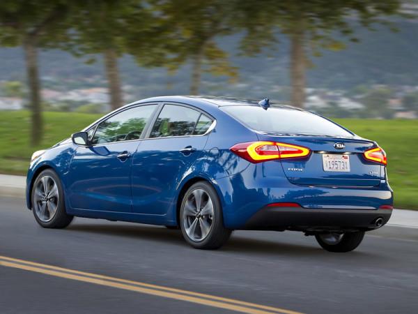 kia-cerato-sedan-2013-08%20[1]