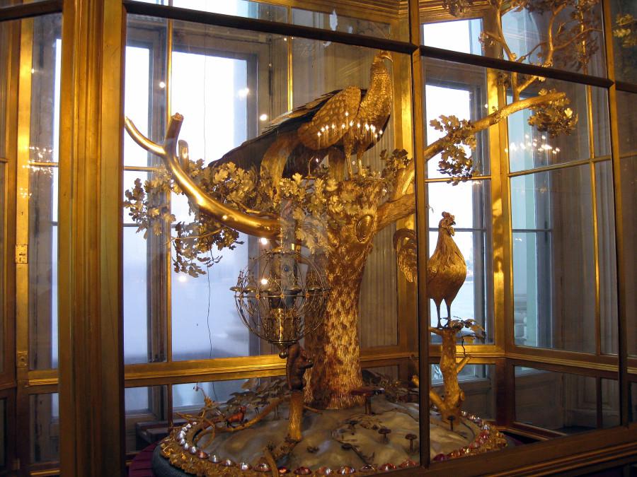 Peacock-Clock-Wikipedia.jpg