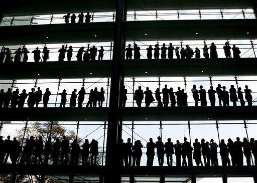 Ap толпа сотрудников на заводе boehringer