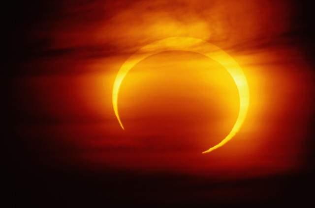 кольцевое солнечное затмение