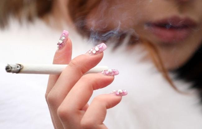 Япония - день совершеннолетия японки курение фото