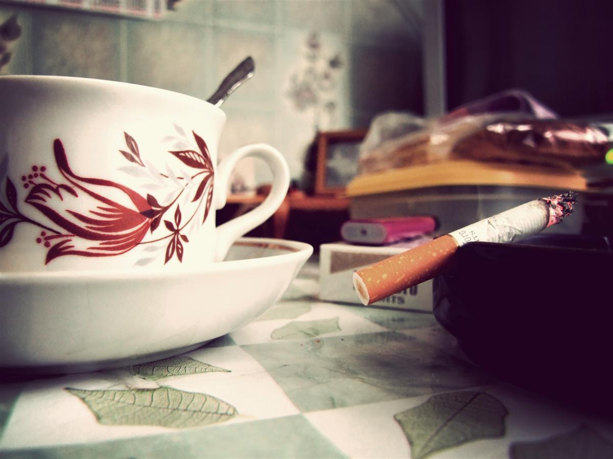 чашка кофе и сигарета