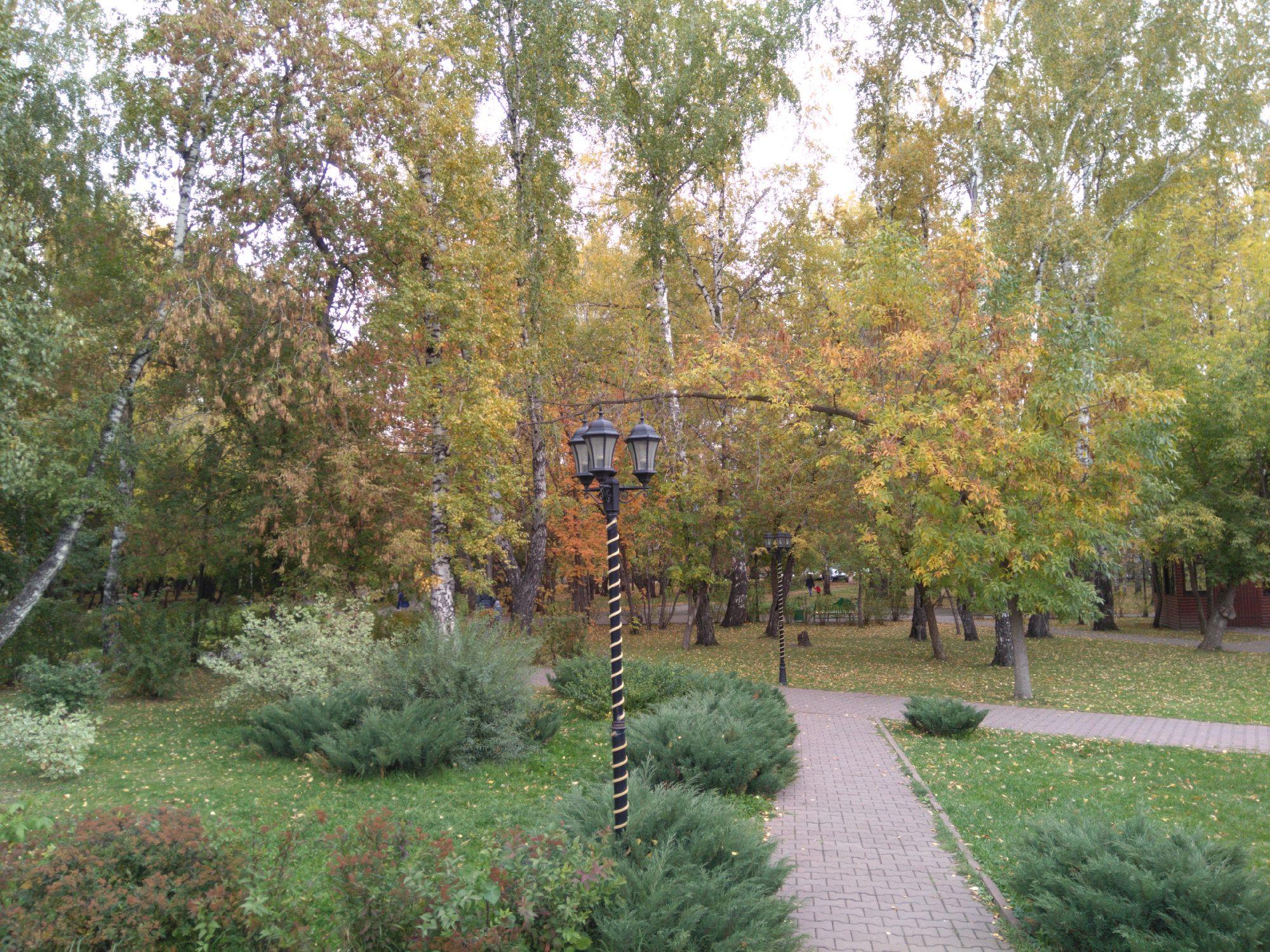 """Парк """"Березовая роща"""" на месте кладбища как бы символизирует"""
