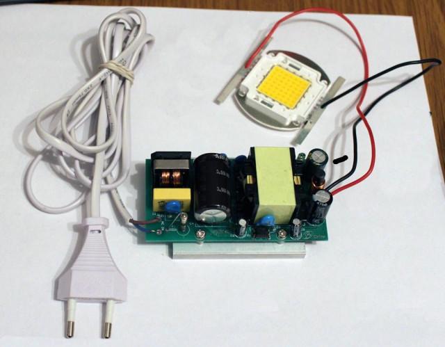 Преобразователь и светодиод в мощных LED лампах.