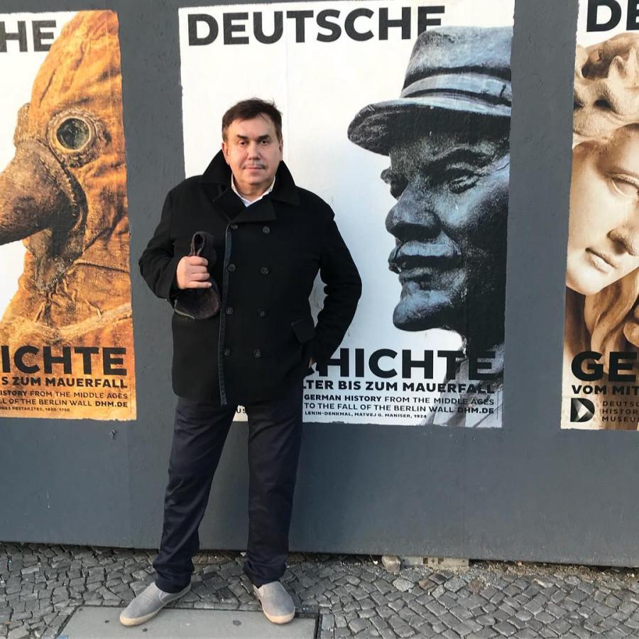 Вот кто распространяет слухи, что он немецкий шпион?