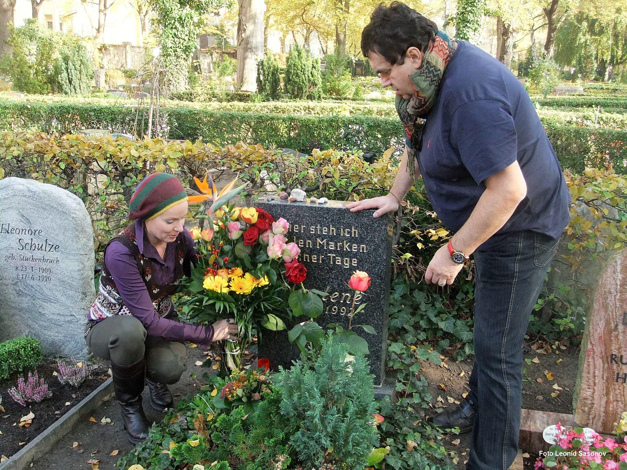 На могиле Марлен Дитрих
