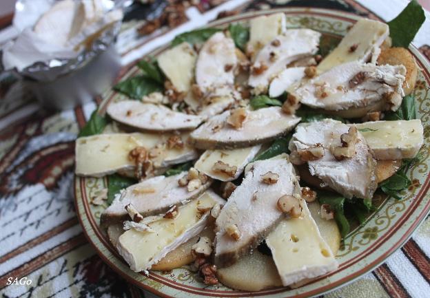 Салат с грушами и сыром бри 001