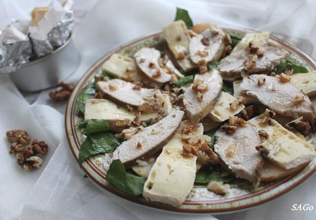 Салат с грушами и сыром бри 007