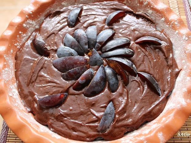 Шоколадный пирог со сливой 009
